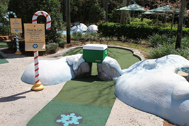Winter Summerland Mini Golf - Hole 3