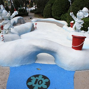 10 of 18: Winter Summerland Mini Golf - Hole 10