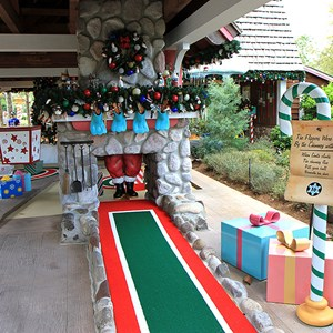 16 of 18: Winter Summerland Mini Golf - Hole 16