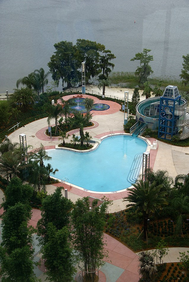 Bay Lake Tower at Disney's Contemporary Resort - The main zero-entry Bay Cove Pool