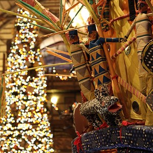 3 of 16: Disney's Animal Kingdom Lodge - Animal Kingdom Lodge holiday decorations 2009