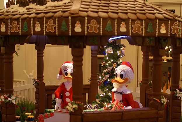 Boardwalk Lobby Holiday Decorations