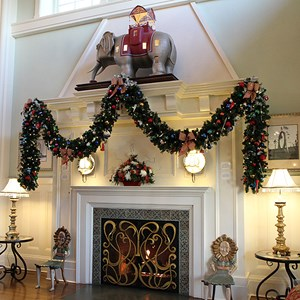 4 of 24: Disney's BoardWalk Inn - Disney's BoardWalk Inn holiday decorations 2009
