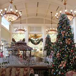 Disney's BoardWalk Inn holiday decorations 2009