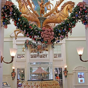 5 of 24: Disney's BoardWalk Inn - Disney's BoardWalk Inn holiday decorations 2009