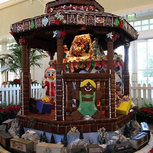 10 of 24: Disney's BoardWalk Inn - Disney's BoardWalk Inn holiday decorations 2009