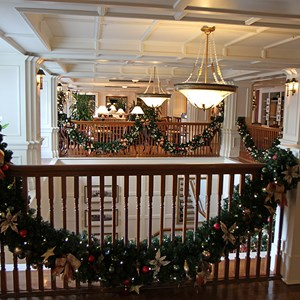 16 of 24: Disney's BoardWalk Inn - Disney's BoardWalk Inn holiday decorations 2009