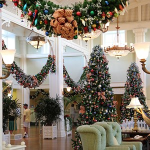 17 of 24: Disney's BoardWalk Inn - Disney's BoardWalk Inn holiday decorations 2009
