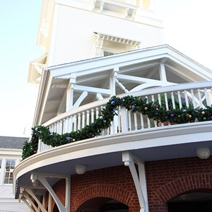 22 of 24: Disney's BoardWalk Inn - Disney's BoardWalk Inn holiday decorations 2009