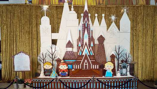 PHOTOS - Frozen themed Gingerbread House at Disney's Contemporary Resort