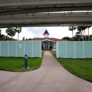 4 of 8: Disney's Grand Floridian Resort and Spa - More Walls up at the Grand Floridian - Villas site preparation