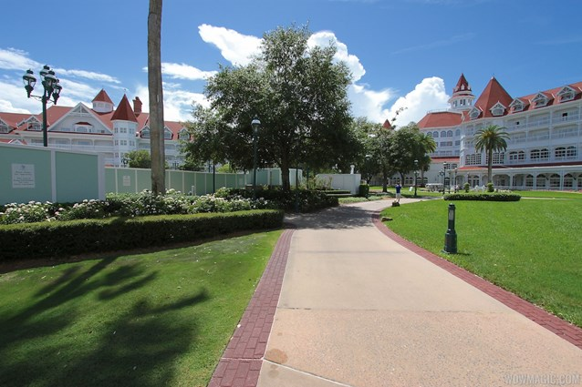 Disney's Grand Floridian Resort and Spa - Grand Floridian courtyard pool refurbishment walls
