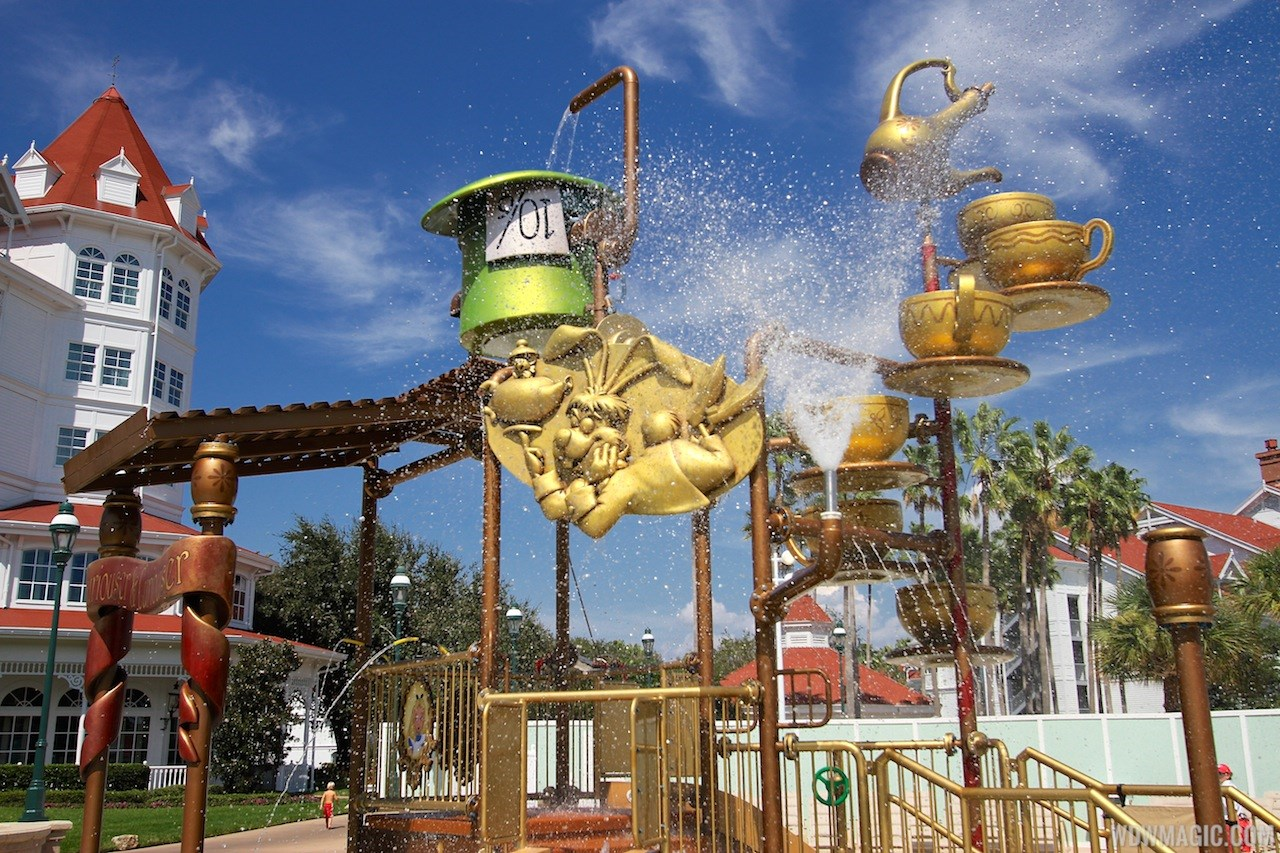 Alice in Wonderland kids splash playground