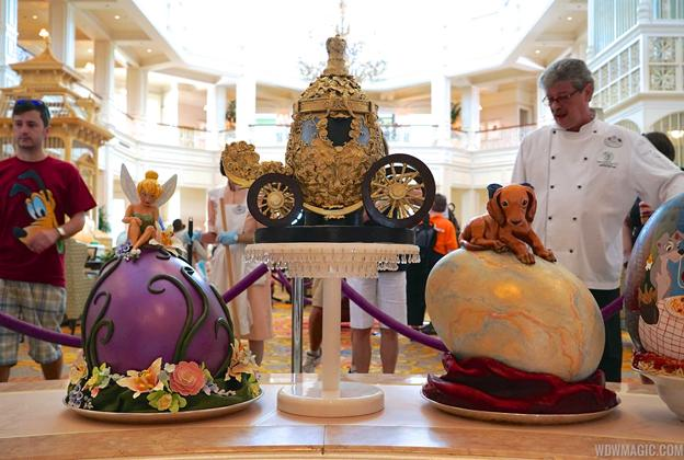 2015 Grand Floridian Resort Easter Egg displays