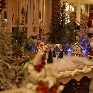 7 of 15: Disney's Grand Floridian Resort and Spa - Grand Floridian holiday decorations 2008