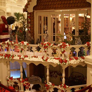 11 of 15: Disney's Grand Floridian Resort and Spa - Grand Floridian holiday decorations 2008