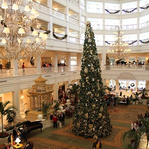 3 of 32: Disney's Grand Floridian Resort and Spa - Grand Floridian holiday decorations 2009