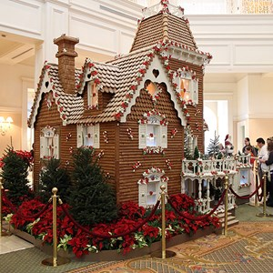 17 of 32: Disney's Grand Floridian Resort and Spa - Grand Floridian holiday decorations 2009