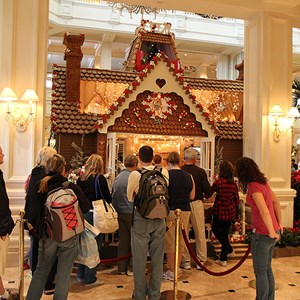 20 of 32: Disney's Grand Floridian Resort and Spa - Grand Floridian holiday decorations 2009