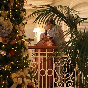 29 of 32: Disney's Grand Floridian Resort and Spa - Grand Floridian holiday decorations 2009