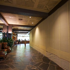 4 of 8: Disney's Polynesian Resort - Polynesian Resort lobby construction