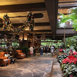 5 of 6: Disney's Polynesian Resort - Disney's Polynesian Resort holiday decorations 2009