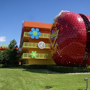 10 of 12: Disney's Pop Century Resort - 60s buildings and grounds