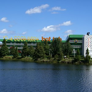 15 of 16: Disney's Pop Century Resort - 70s buildings and grounds