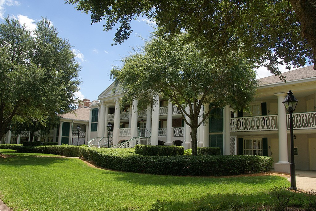 Magnolia Bend grounds and buildings