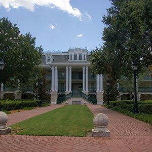 21 of 28: Disney's Port Orleans Resort Riverside - Magnolia Bend grounds and buildings