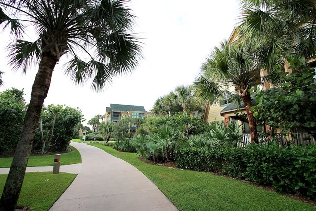 Disney's Vero Beach Resort - The grounds linking the cottages and vacation homes