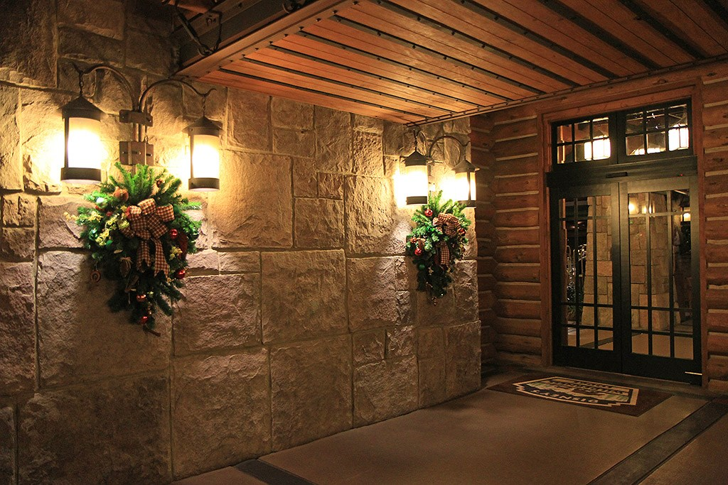Wilderness Lodge Resort holiday decorations 2009