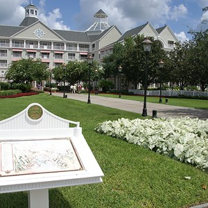 5 of 7: Disney's Yacht Club Resort - Yacht Club Resort buildings and grounds