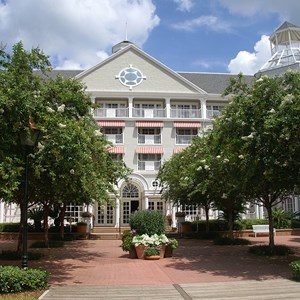7 of 7: Disney's Yacht Club Resort - Yacht Club Resort buildings and grounds