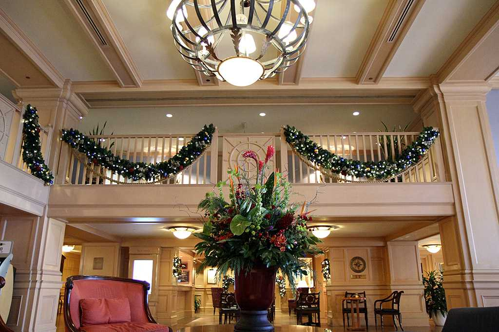 Yacht club resort holiday decorations 2009 photo 3 of 24 for Hotel club decor