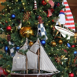 9 of 24: Disney's Yacht Club Resort - Yacht Club Resort holiday decorations 2009