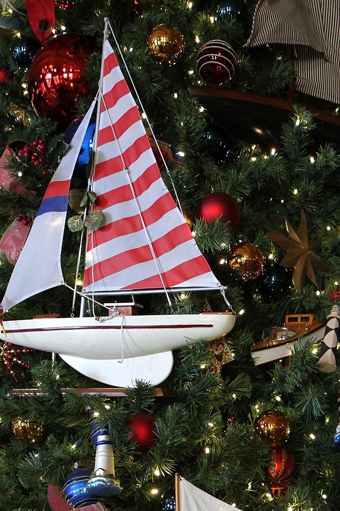 Yacht Club Resort holiday decorations 2009