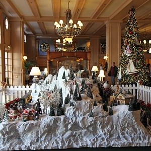 18 of 24: Disney's Yacht Club Resort - Yacht Club Resort holiday decorations 2009