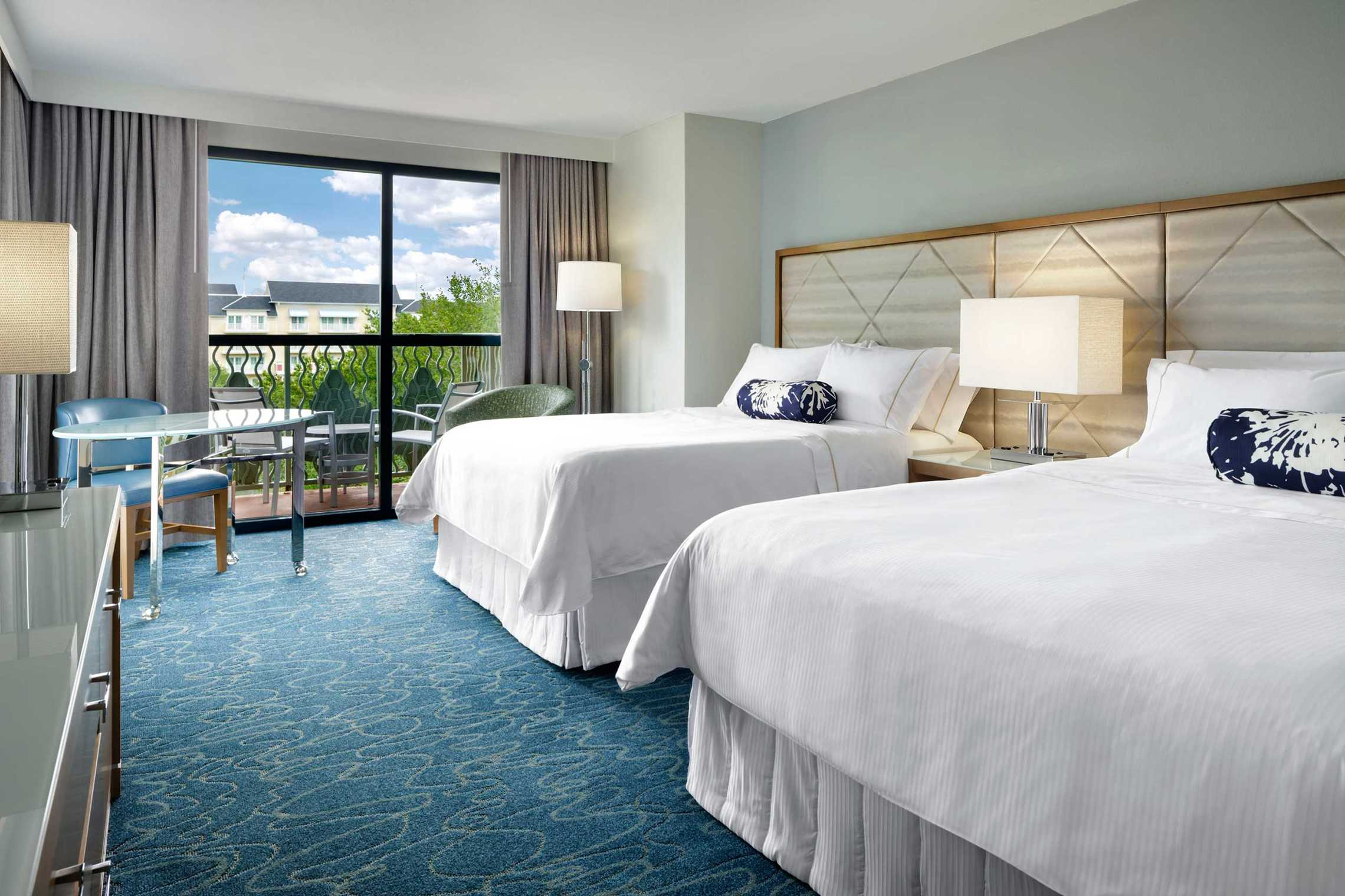 Walt disney world swan rooms photo 2 of 3 for World hotels deluxe