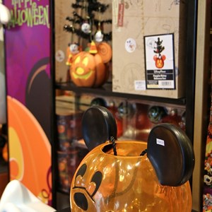 5 of 12: Celebrity 5 & 10 - Halloween merchandise