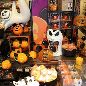 9 of 12: Celebrity 5 & 10 - Halloween merchandise