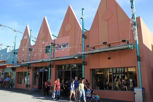 The original D Street color scheme