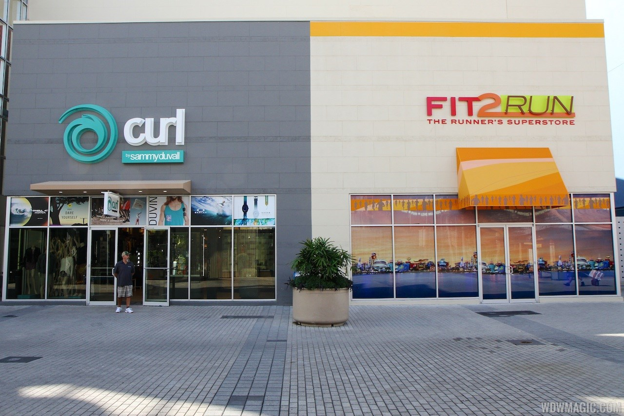 Fit2Run store-front signage
