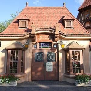 1 of 2: Glas und Porzellan - The closed Glas und Porzellan shop