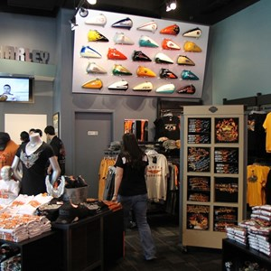 4 of 16: Harley-Davidson Motor Cycles - Harley-Davidson Motor Cycles new store complete