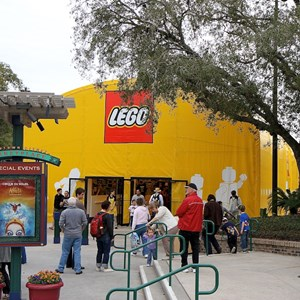 3 of 7: LEGO Imagination Center - Closed main store and temporary location