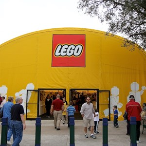 4 of 7: LEGO Imagination Center - Closed main store and temporary location