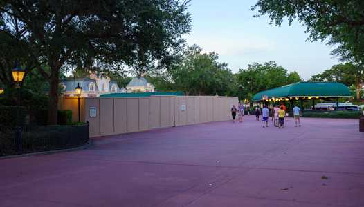 PHOTOS - Disney Skyliner construction update