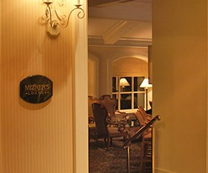 Mizner&#39;s Lounge