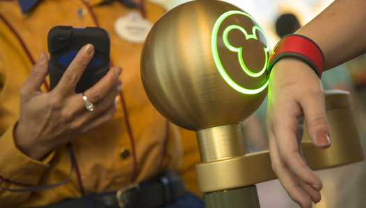Front of park pickup option removed from Shop Disney Parks app
